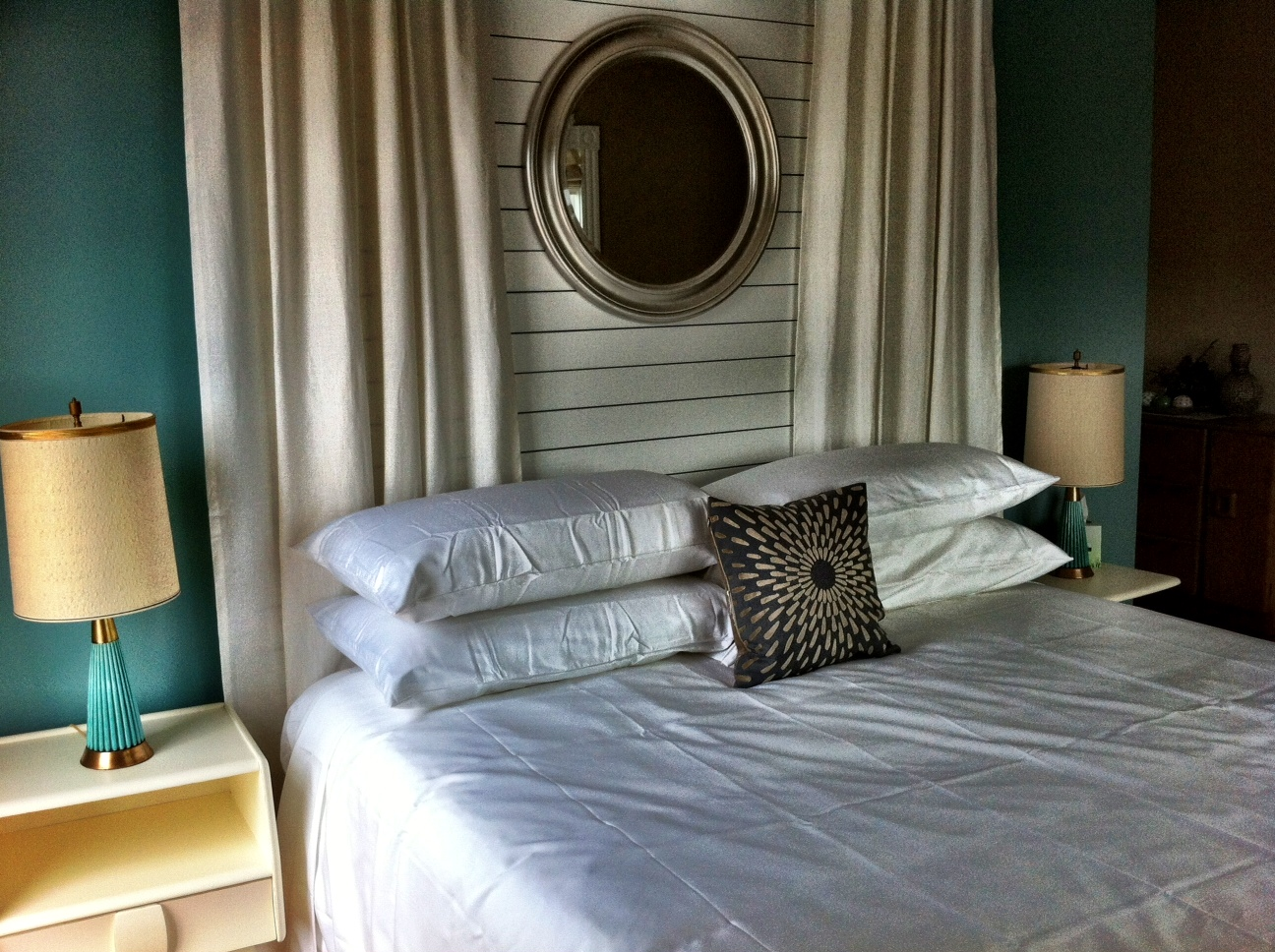 Woods Hole Inn's honeymoon suite.
